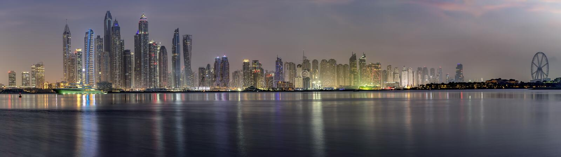 Vista panoramica dell'orizzonte del porticciolo del Dubai, UAE fotografia stock libera da diritti