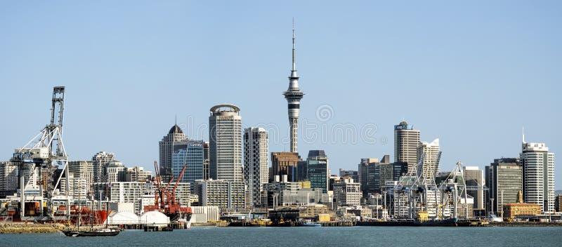Vista panoramica dell'orizzonte della città di Auckland fotografie stock libere da diritti