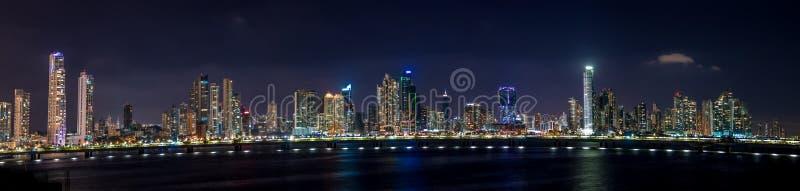 Vista panoramica dell'orizzonte di Panamá alla notte - Panamá, Panama immagine stock libera da diritti
