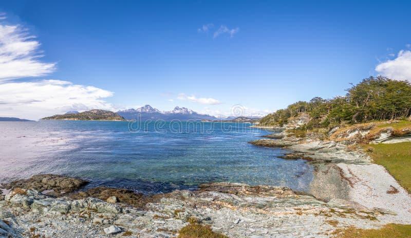 Vista panoramica della baia di Lapataia a Tierra del Fuego National Park nella Patagonia - Ushuaia, Tierra del Fuego, Argentina fotografia stock libera da diritti