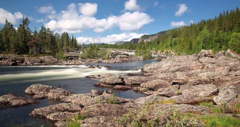 Vista panoramica della cascata Litsjöforsen - Svezia immagini stock