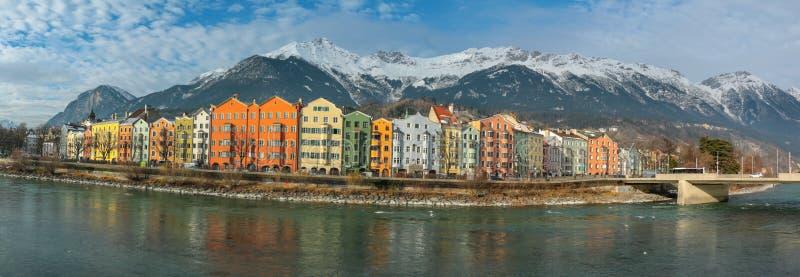 Vista panoramica della città del fiume di Innsbruck immagini stock libere da diritti