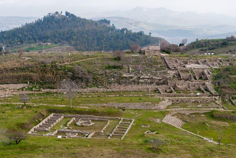 Vista panoramica della città del greco antico di Morgantina, in Sicilia fotografia stock libera da diritti