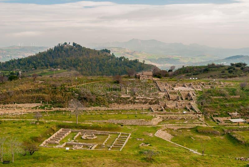 Vista panoramica della città del greco antico di Morgantina, in Sicilia immagini stock libere da diritti