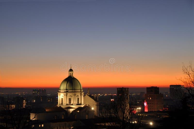 Vista panoramica della città di Brescia con la luce dei soli fotografia stock libera da diritti