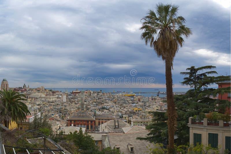 Vista panoramica della città di Genova - la Liguria - l'Italia fotografia stock