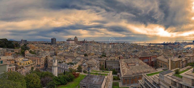 Vista panoramica della città di Genova - la Liguria - l'Italia fotografia stock libera da diritti