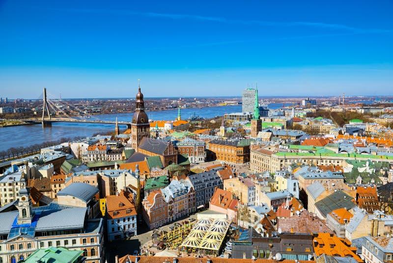 Vista panoramica della città di Riga, Lettonia dall'altezza di Th fotografia stock
