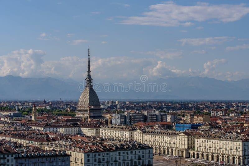 Vista panoramica della città di Torino, nella prova la talpa Antone immagine stock
