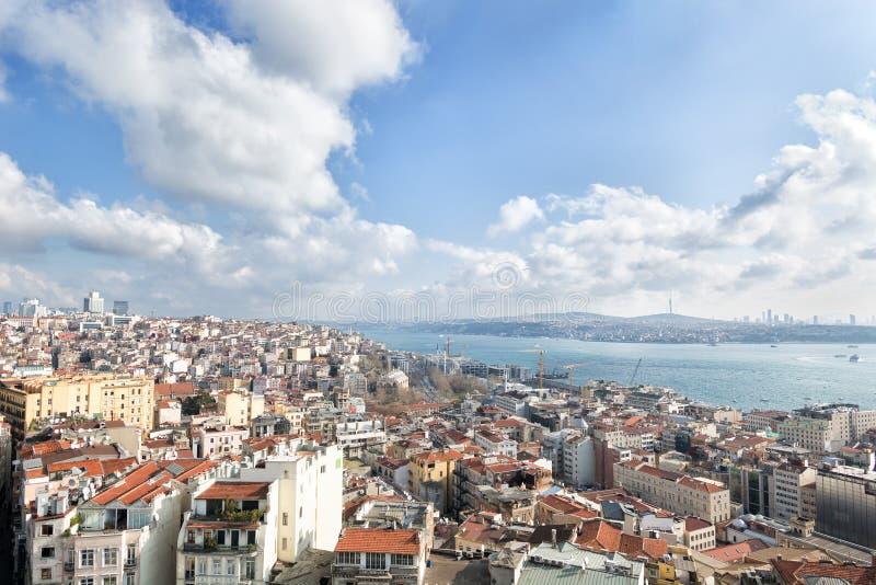 Vista panoramica della città e del Bosforo dalla torre Galata di Istanbul, Turchia fotografia stock libera da diritti