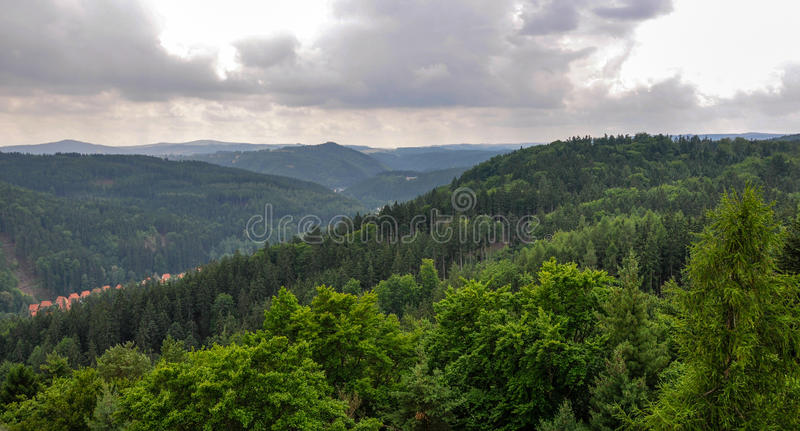 Vista panoramica della foresta a Karlovy Vary, repubblica Ceca fotografie stock libere da diritti