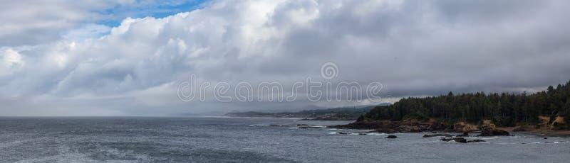Vista panoramica della Lincoln Beach sulla costa dell'Oceano Pacifico fotografie stock