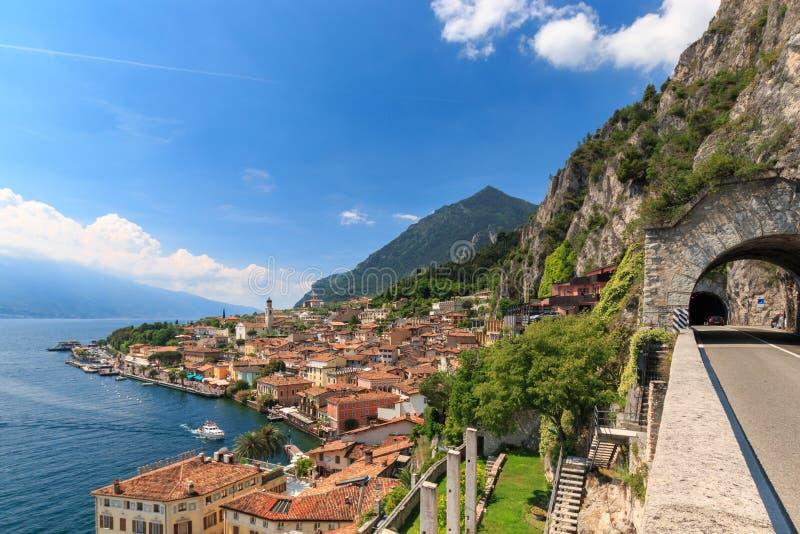 Vista panoramica della polizia del sul di Limone, Italia immagini stock