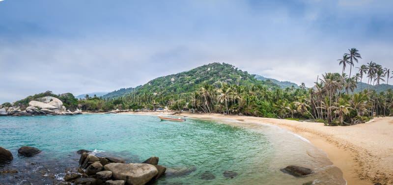 Vista panoramica della spiaggia a Cabo San Juan - il parco nazionale naturale di Tayrona, Colombia fotografie stock