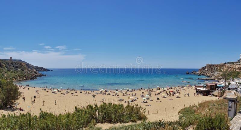 Vista panoramica della spiaggia dorata fotografia stock libera da diritti