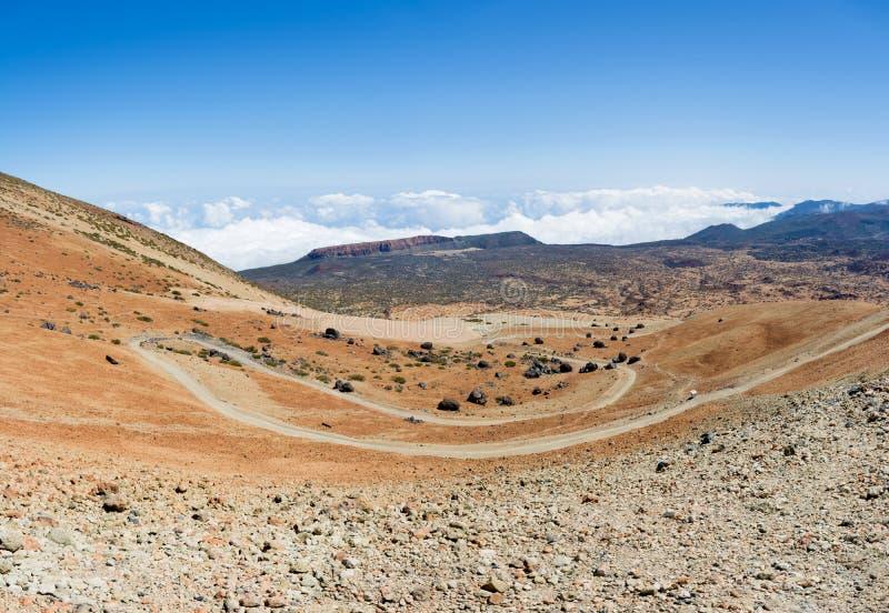 Vista panoramica della strada tortuosa tagliente sul modo a Altavi fotografia stock