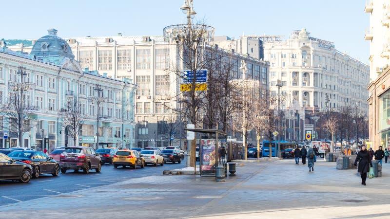Vista panoramica della via di Tverskaya nella città di Mosca fotografia stock