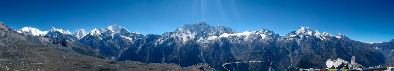Vista panoramica dello shisapagma dal ri di Tsergo, Langtang, Nepal immagini stock libere da diritti