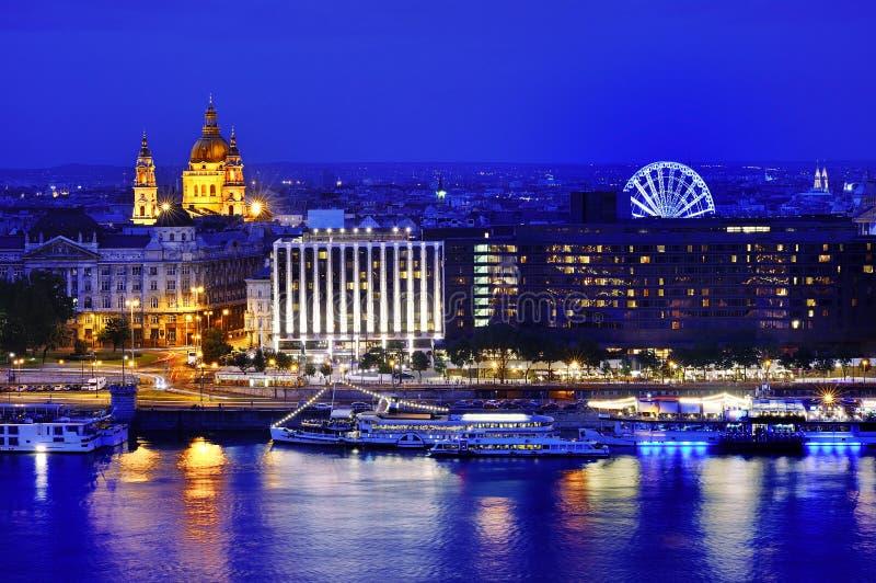 Vista panoramica di Budapest all'ora blu, Ungheria, Europa fotografie stock