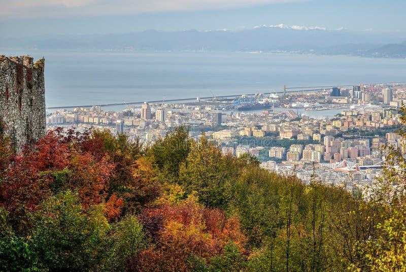 Vista panoramica di Genova veduta durante l'autunno fotografia stock