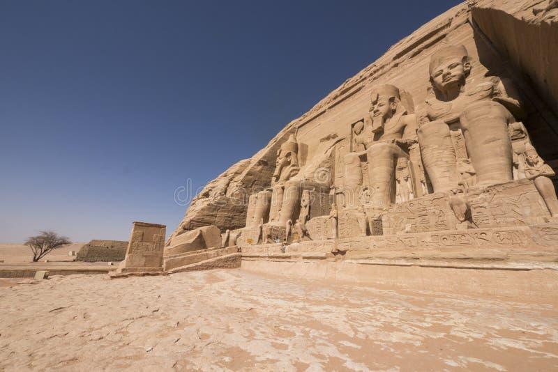 Vista panoramica di grande tempio di Ramses II in Abu Simbel, Egitto fotografie stock libere da diritti