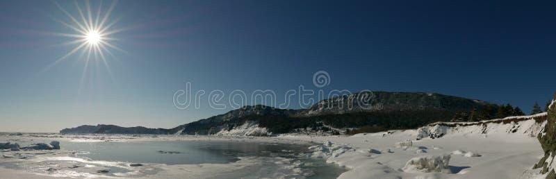 Vista panoramica di mattina della scena costiera di inverno nel parco nazionale di Forillon, Canada fotografia stock libera da diritti