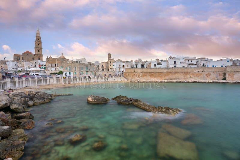 Vista Panoramica Di Monopoli La Puglia, Italia Del Sud Mare Di ...