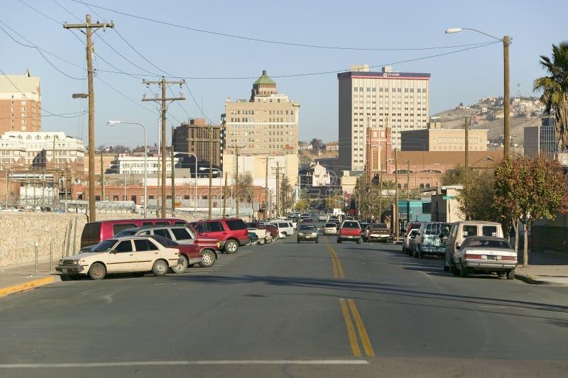 Vista panoramica di orizzonte e di El Paso del centro il Texas, città di frontiera a Juarez, Messico immagine stock