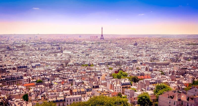 Vista panoramica di Parigi da Montmartre nello stile vago della cartolina fotografie stock libere da diritti
