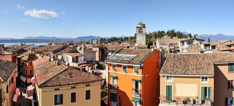 Vista panoramica di Sirmione. Lago Garda, Italia. fotografia stock libera da diritti