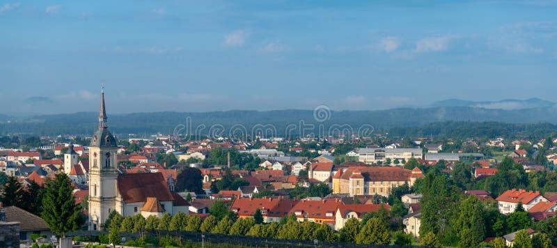 Vista panoramica di Slovenska Bistrica, Slovenia immagini stock