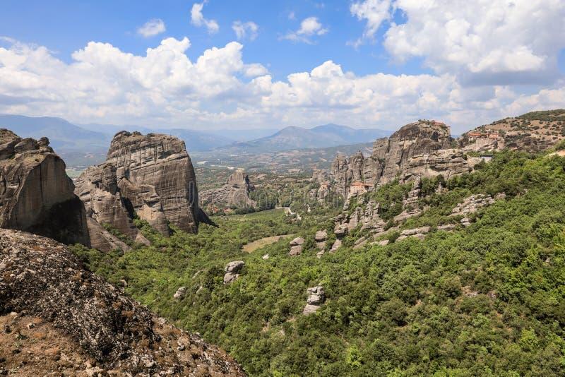 Vista panoramica di stupore della valle di Meteora in Kalabaka, Trikala, Tessaglia, Grecia fotografia stock
