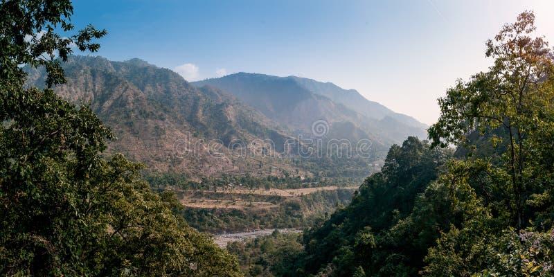 Vista panoramica di un collinoso in Kathgodam, Haldwani, Uttarakhand, fotografia stock