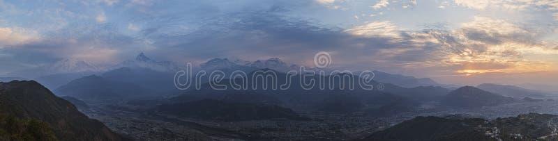 Vista panoramica di una cresta Annapurna della montagna fotografia stock libera da diritti