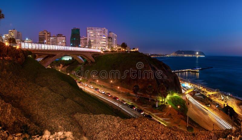 Vista panoramica di Villena Rey Bridge di Miraflores a Lima, Perù fotografie stock libere da diritti