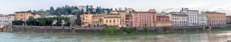 Vista panoramica edifici di Lungarni a Firenze, Italia immagini stock