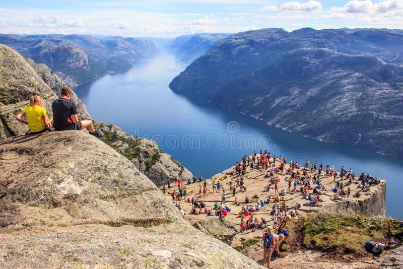 Vista panoramica maestosa di estate del quadro di comando di fama mondiale del ` s del predicatore di Preikestolen o del quadro d fotografia stock