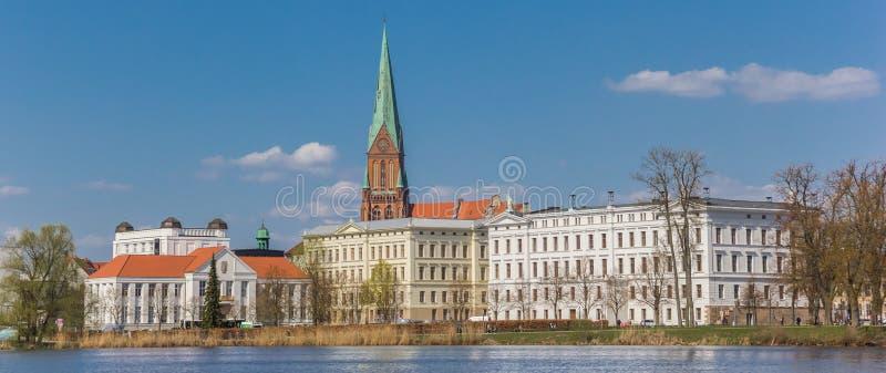 Vista panoramica sopra il lago Burgsee e la città storica Schwerin fotografia stock libera da diritti