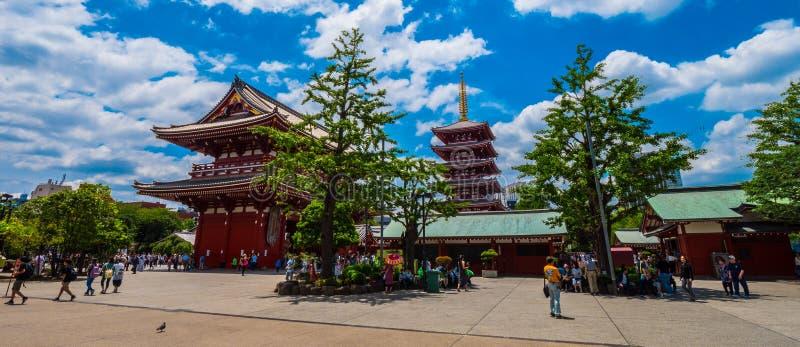 Vista panoramica sopra il tempio di Sensoji Asakusa a Tokyo - TOKYO, GIAPPONE - 19 giugno 2018 fotografie stock libere da diritti