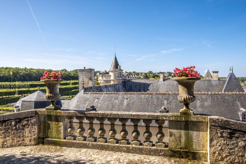 Vista panoramica sopra il tetto del castello Villandry con il parco ed il giardino sui precedenti, Loire Valley, Francia fotografie stock
