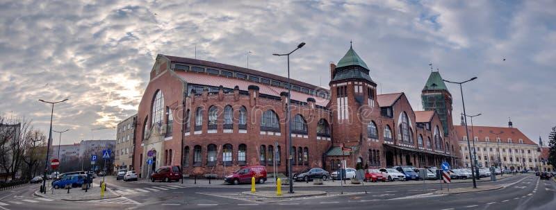 """Vista panoramica su di mercato centrale di Corridoio """"Hala Targowa """"del mercato di Wroclaw - a Wroclaw immagini stock"""