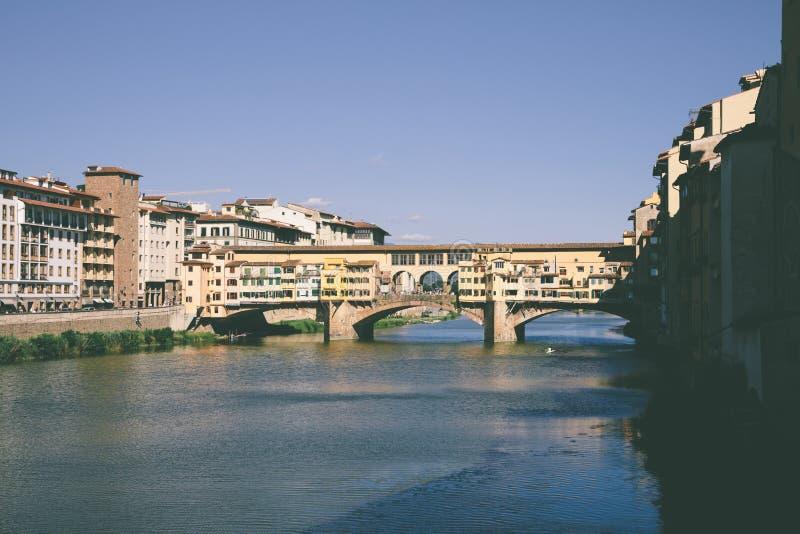 Vista panoramica su Ponte Vecchio (vecchio ponte) immagine stock