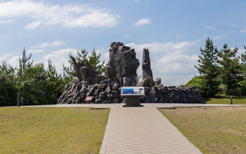 Vista panoramica sul monumento Akamizu Tembo Hiroba di musica di configurazione di Tsuyoshi Nagabuchi da lava Vicino al Vulcan Sa immagine stock