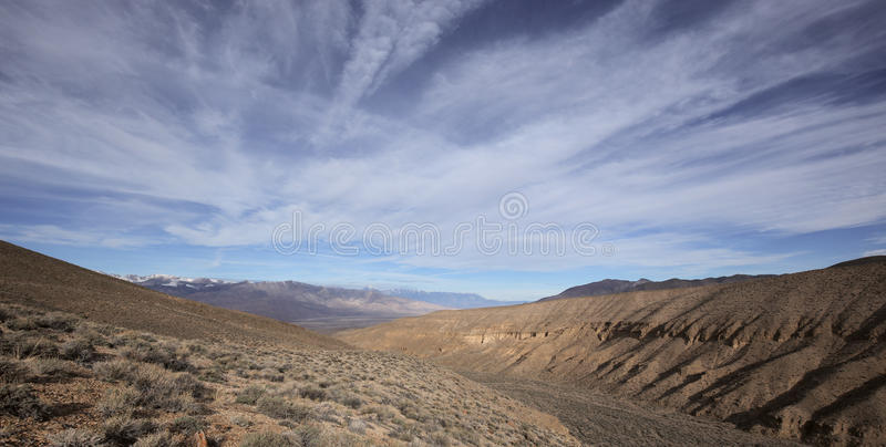 Vista panoramica sulle montagne di Sierra Nevada fotografia stock libera da diritti