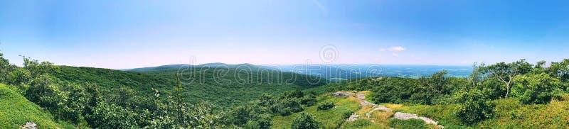 Vista panoramica superiore della traccia di montagna di Alander fotografia stock