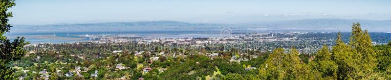 Vista panoramica verso Redwood City e Menlo Park, Silicon Valley, area di San Francisco Bay, California immagine stock