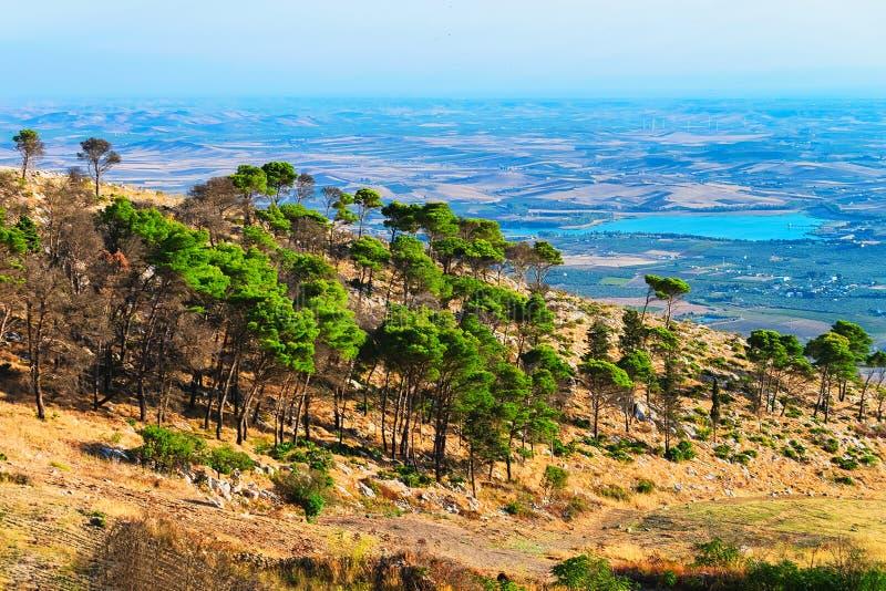 Vista panoramica verso Trapani in Erice Sicilia fotografie stock libere da diritti