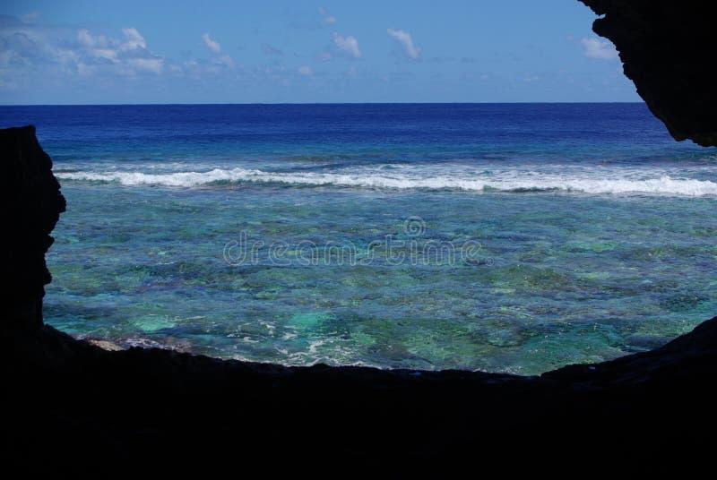 Vista para fora da caverna de Palaha fotografia de stock royalty free