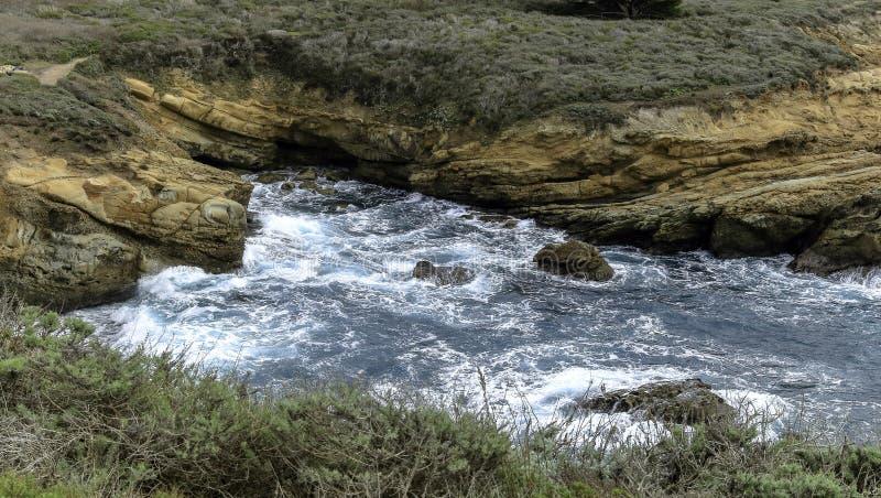 Vista para o mar cênico da reserva do estado de Lobos do ponto perto de Monterey, Califórnia imagens de stock