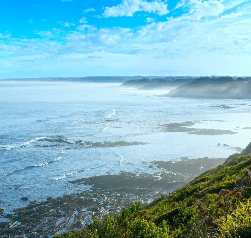 Vista para o mar da manhã da costa, Golfo da Biscaia fotografia de stock